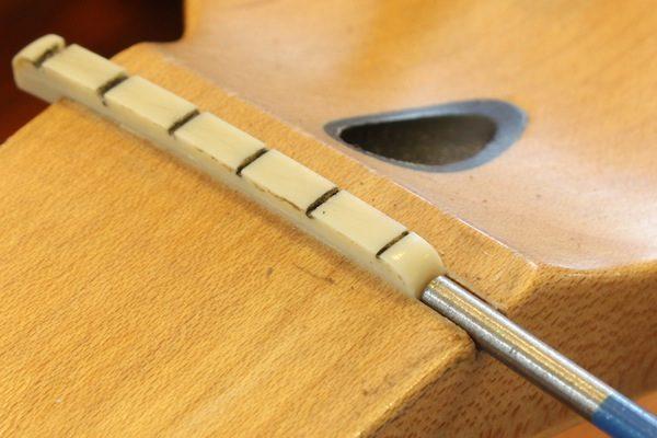 lorenzi-guitar-guitar-care-1