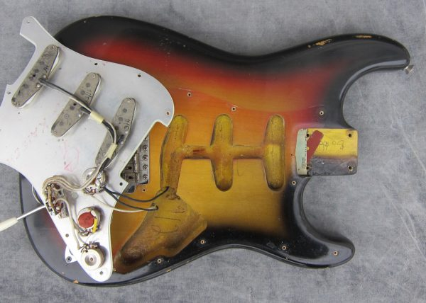 lorenzi-guitar-guitar-care-3